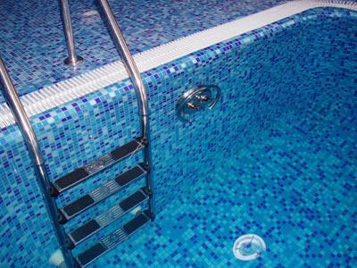 Поручень - элемент бассейна, отвечающий за всё: от дизайна и до безопасности